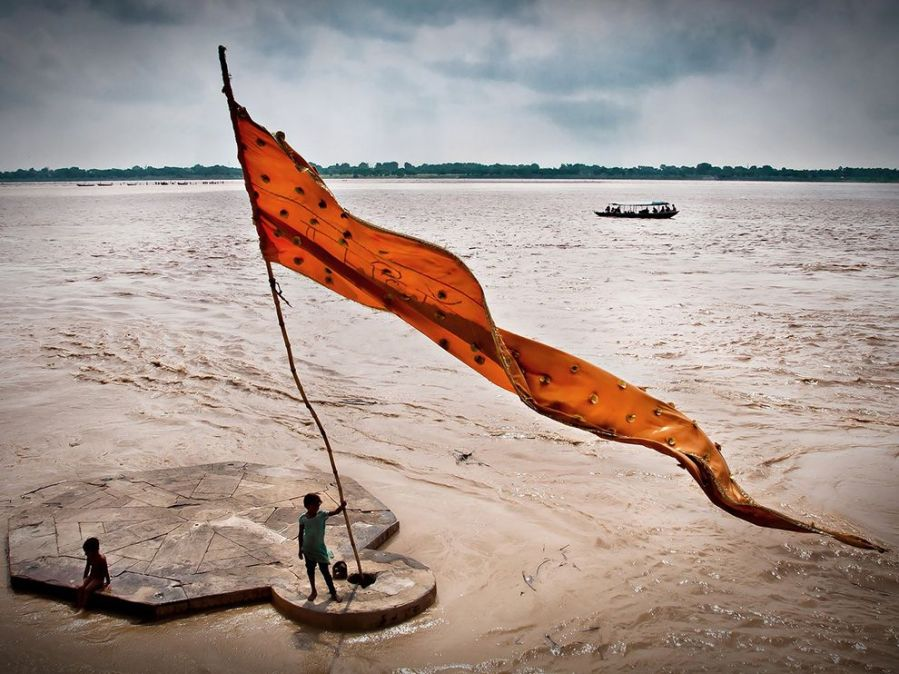 ganges-ghats-india_73338_990x742