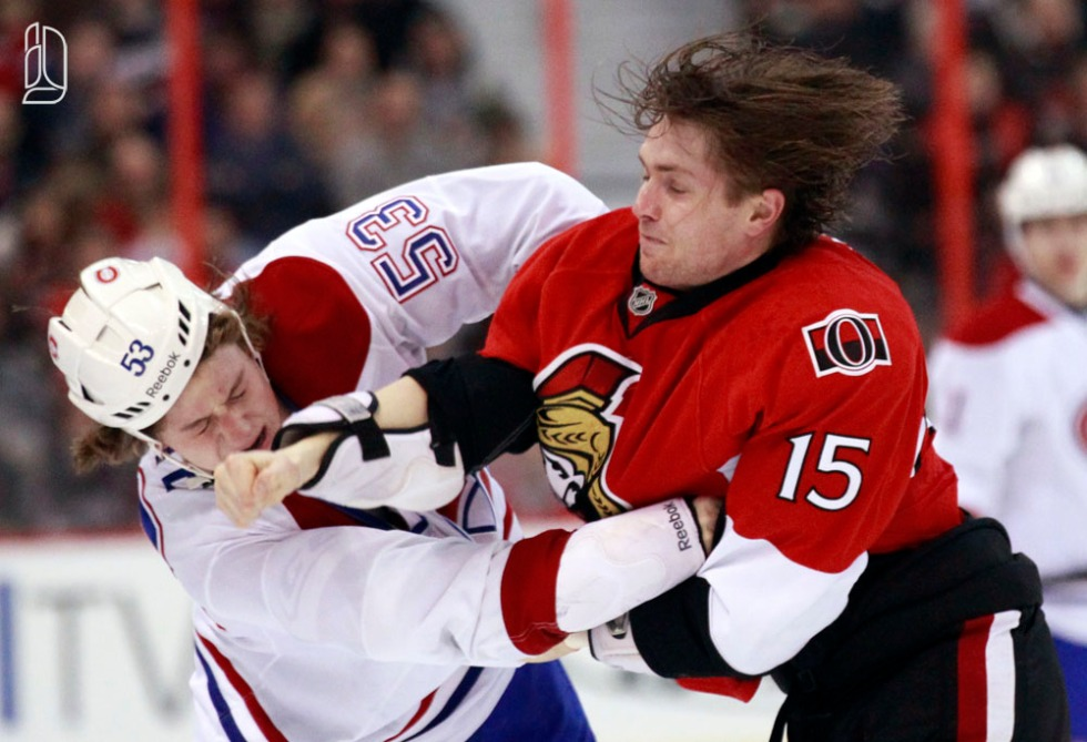 Ottawa Senators' Zach Smith (R) fights Montreal Canadiens' Ryan White during the first period of their NHL hockey game in Ottawa January 30, 2013.     REUTERS/Blair Gable     (CANADA)